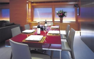 the-formal-interior-dining-area-on-board-luxury-yacht-phoenix