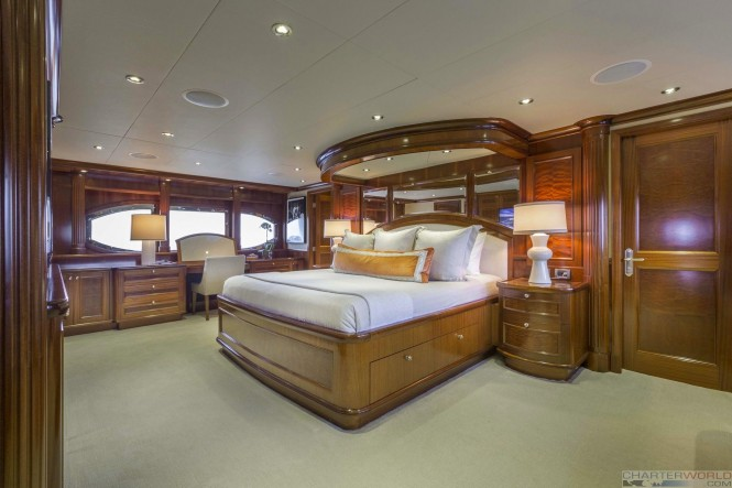 Superyacht FAR FROM IT -    Master suite