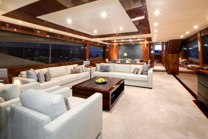 Luxury yacht LIVERNANO - Main saloon with dining area