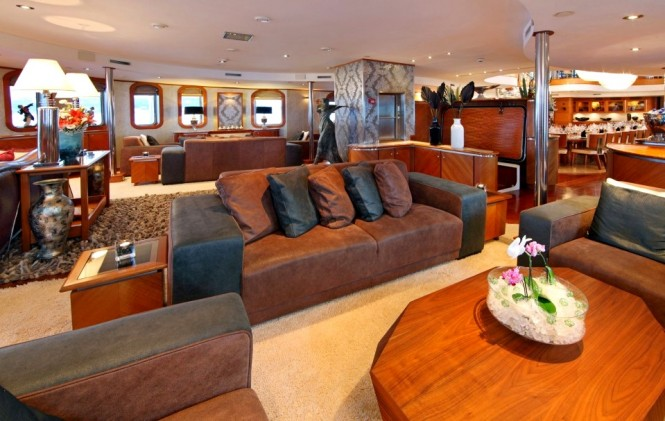 Motor yacht SHERAKHAN - Main saloon with wet bar