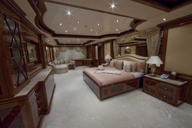 Superyacht TITANIA - Master Suite Stateroom