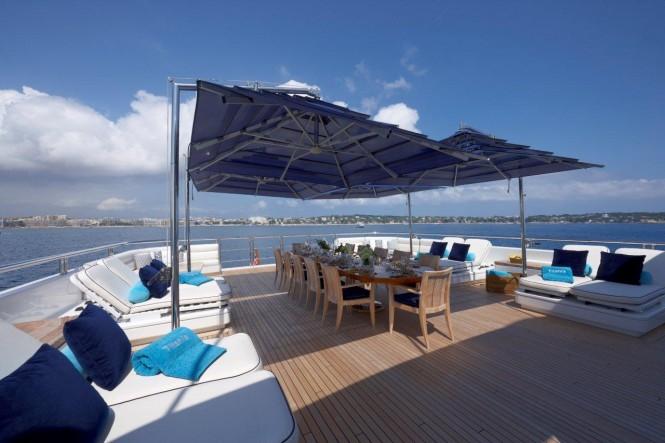 Superyacht TITANIA Pool Deck