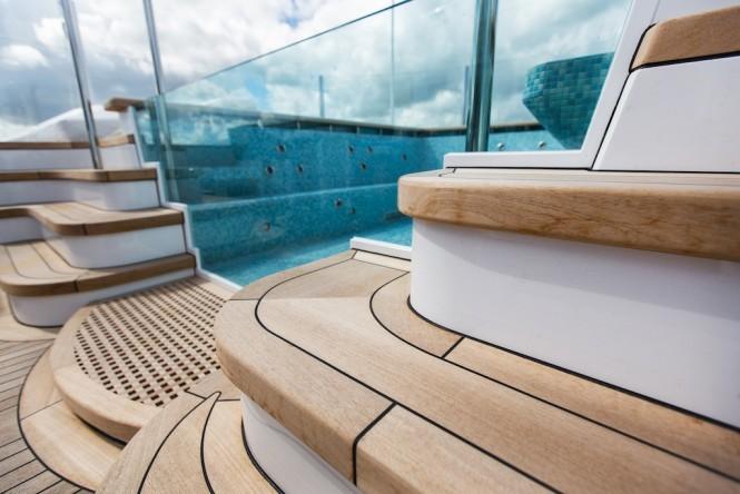Luxury yacht AQUILA - Spa tub