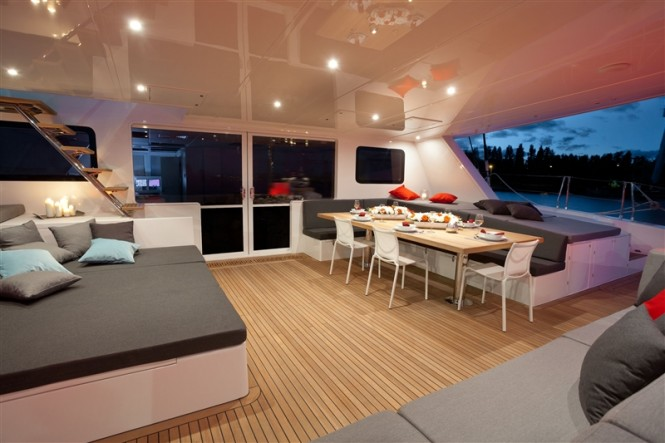 Catamaran LEVANTE - Aft deck dining and sunpads
