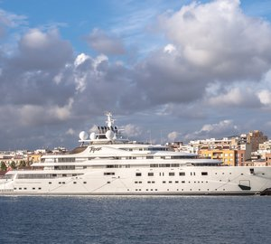 10 Incredible Pictures of Superyachts From Around the World