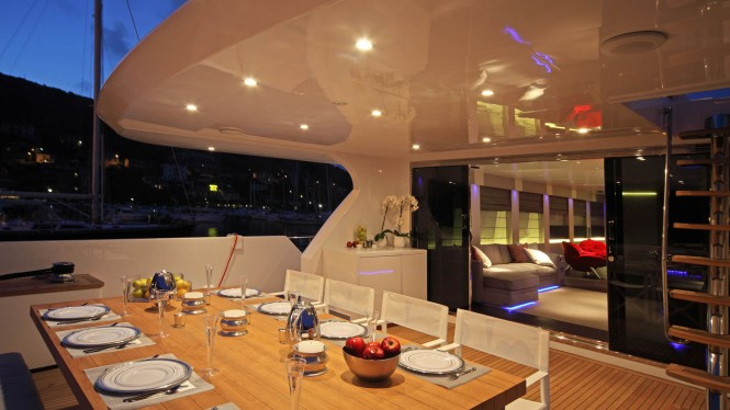 Alfresco dining on the aft deck aboard MY AURORA. Photo credit: Technomar