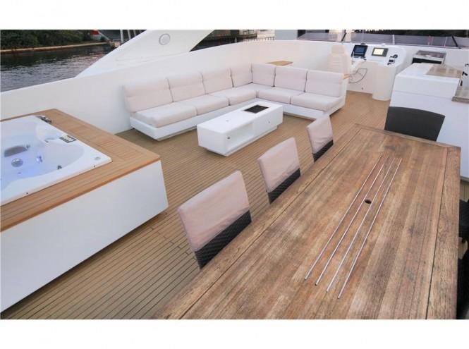 Motor yacht CHARISMA - Sundeck