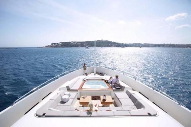 yacht-tatii-the-fore-sundeck