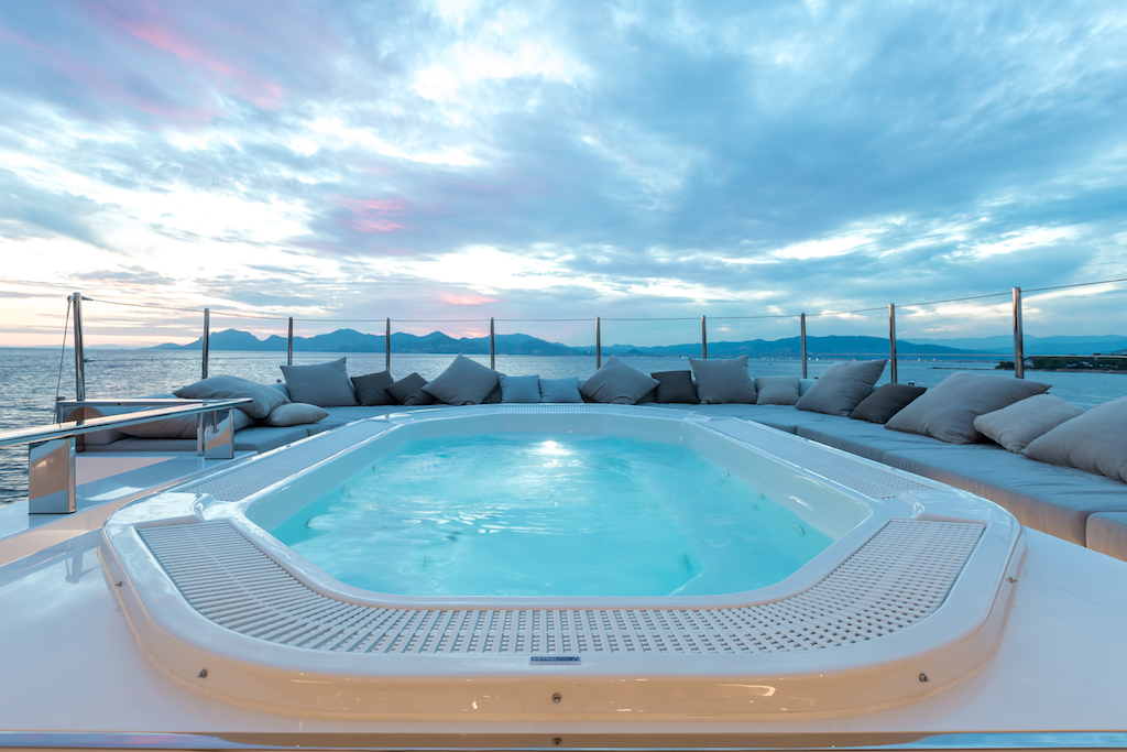 Superyacht OURANOS - Sundeck pool and sunpads