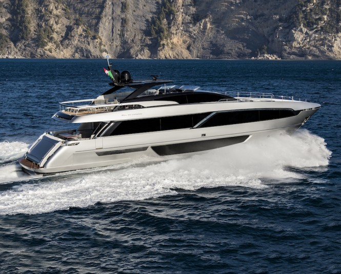 Riva Corsaro 100' - on the run