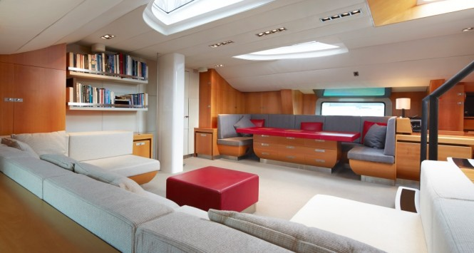 Sailing yacht SILVERTIP- Main Salon