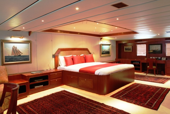The Master suite aboard M/Y NORTHERN SUN