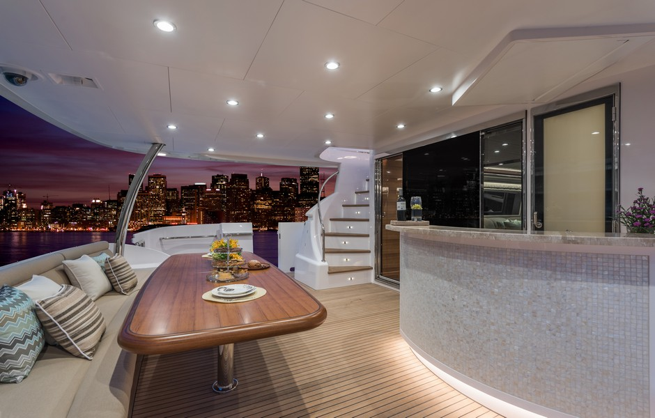 The Horizon Yacht E98 - Do It Now - Aft deck