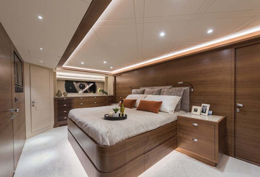 The Horizon Yacht E98 - Do It Now -- Master room