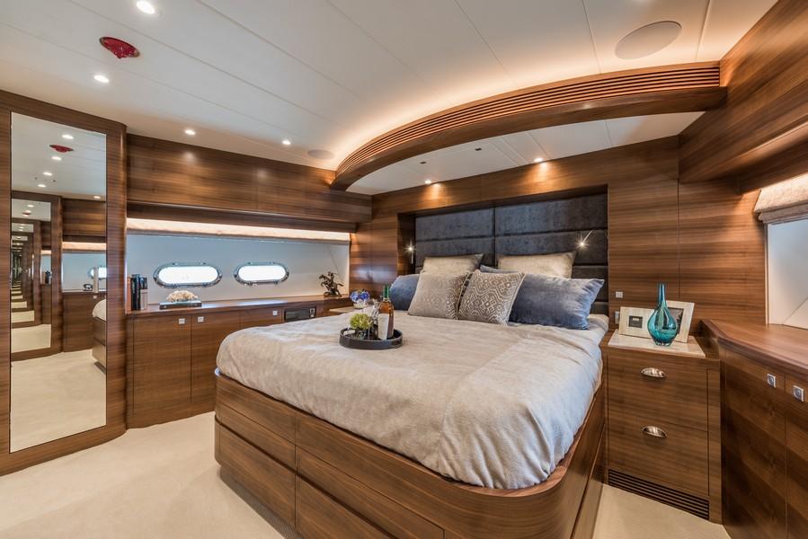 The Horizon Yacht E98 - Do It Now - VIP room