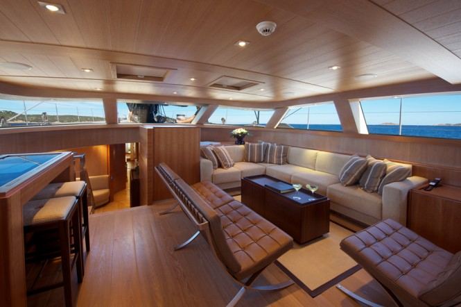 Upper salon aboard SY SARISSA