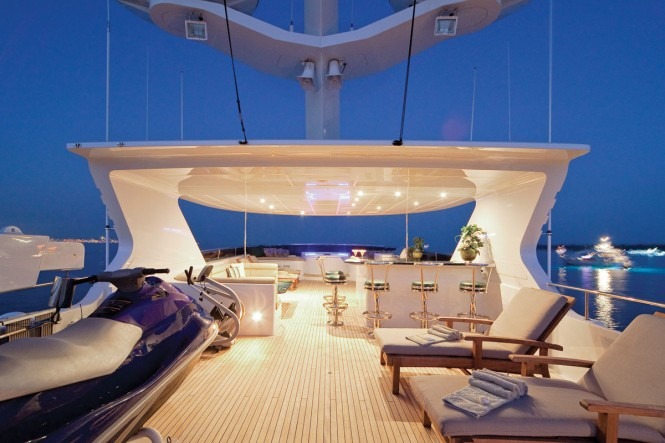 Yacht ONE MORE TOY - Sundeck