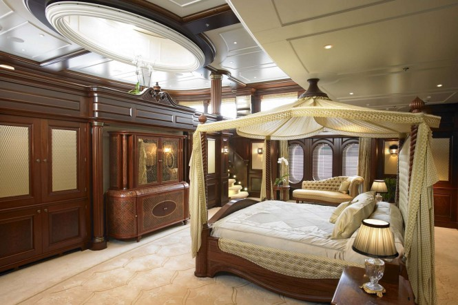 Luxury yacht ANNA Master suite - Photo credit Feadship