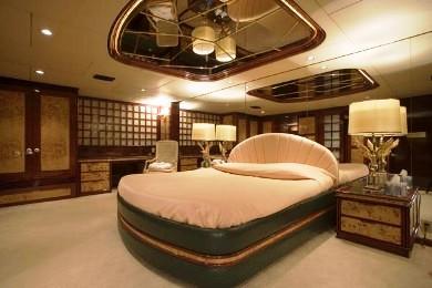 Luxury yacht CLOUD ATLAS - Master suite