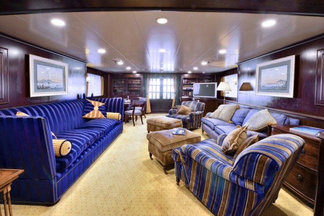 Luxury yacht COMMITMENT - Main salon