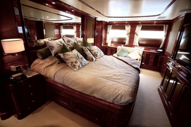 Luxury yacht DXB - Master suite