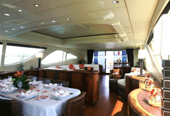 Luxury yacht INCOGNITO - Salon and dining area