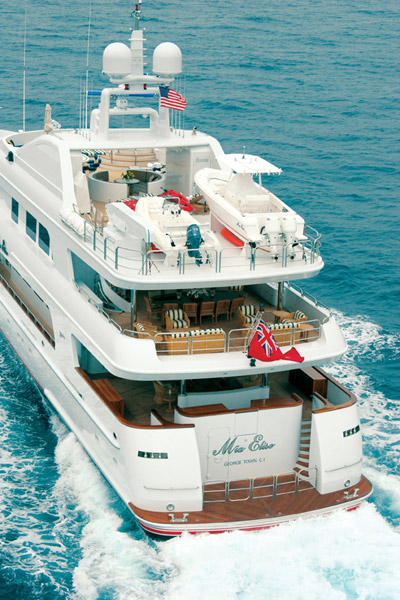 M/Y MUSTIQUE - Cruising from Aft