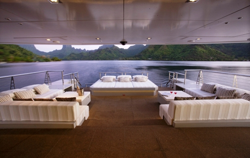 The main deck aft aboard superyacht BIG FISH