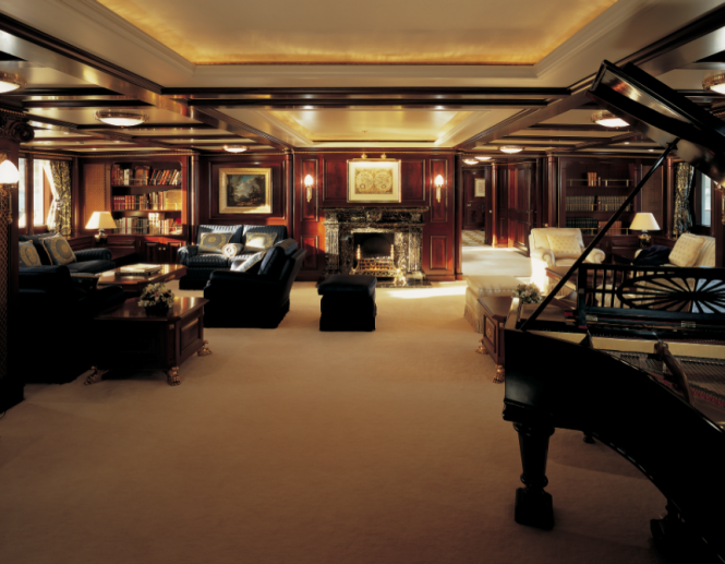 Main salon aboard M/Y FREEDOM