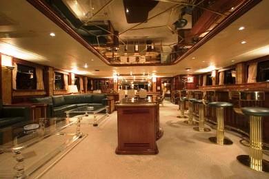 Main salon and bar - MY CLOUD ATLAS