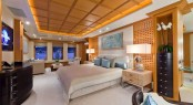 Master suite aboard M/Y HANIKON