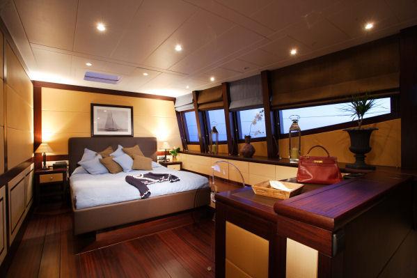 Master suite aboard S/Y ALLURES