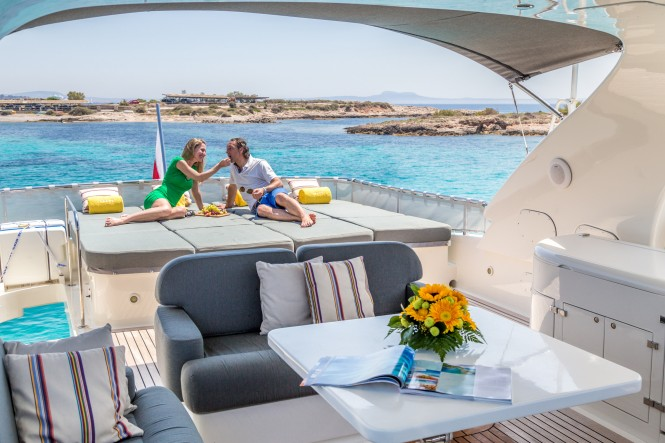 Motor yacht CENTO - Sundeck sunpads and alfresco dining area