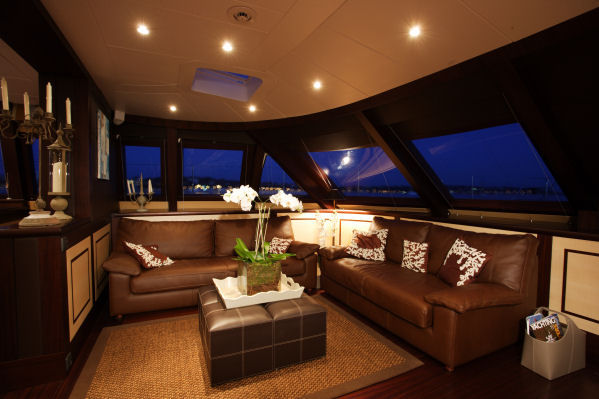Observation lounge with formal dining area (behind) - Luxury yacht ALLURES