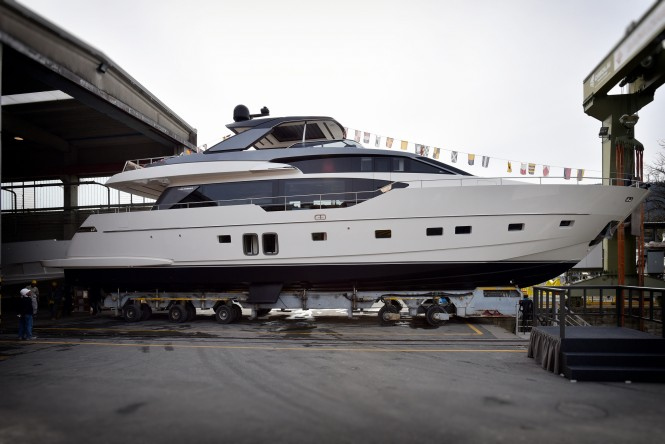 SL86 motor yacht Stae