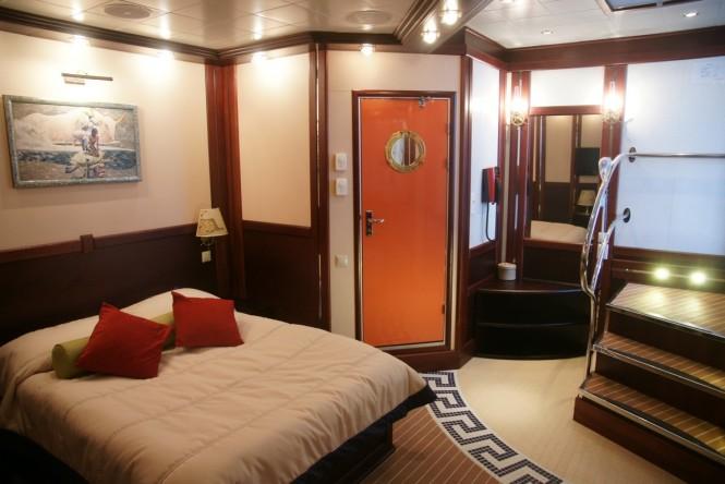 Sailing yacht RUNNING ON WAVES - Cabin 1