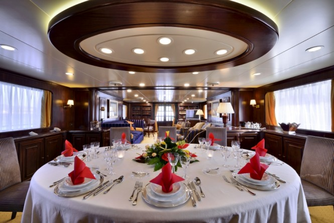 Superyacht COMMITMENT - Formal dining area
