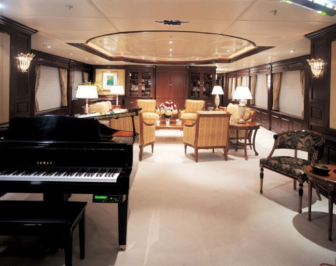 View forward of the main salon aboard superyacht MUSTIQUE