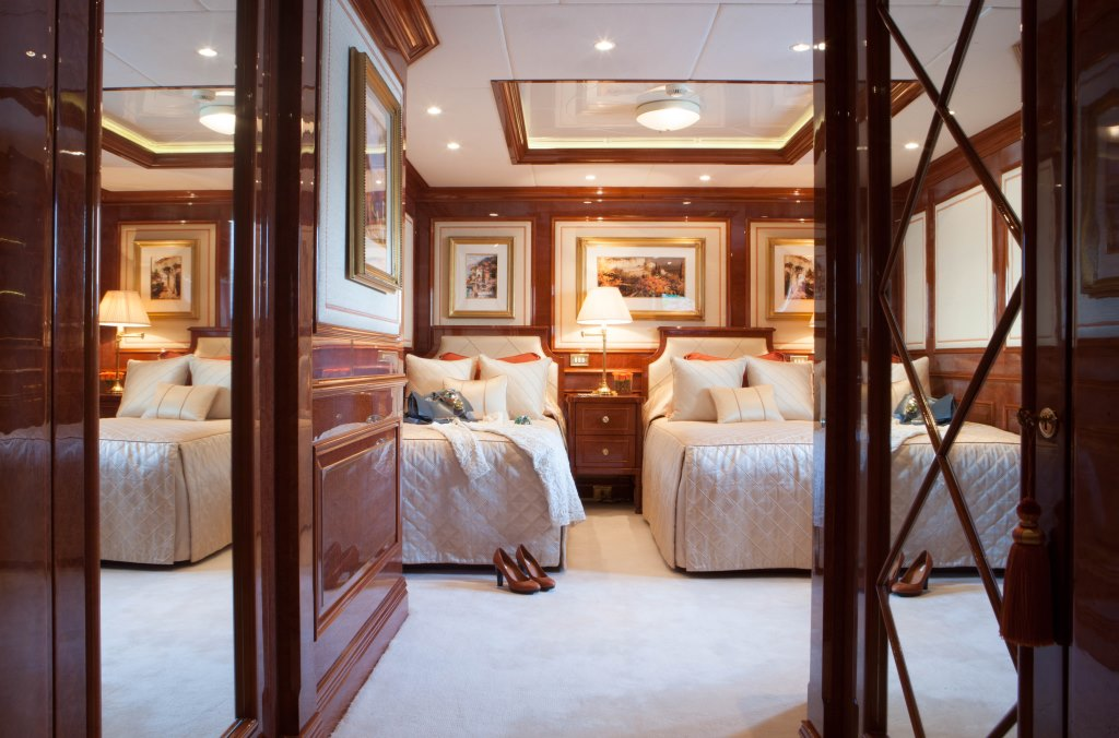 Charter Yacht ST DAVID - Twin Cabin