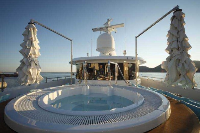 Jacuzzi aboard motor yacht RAMBLE ON ROSE. Photo credit: CRN