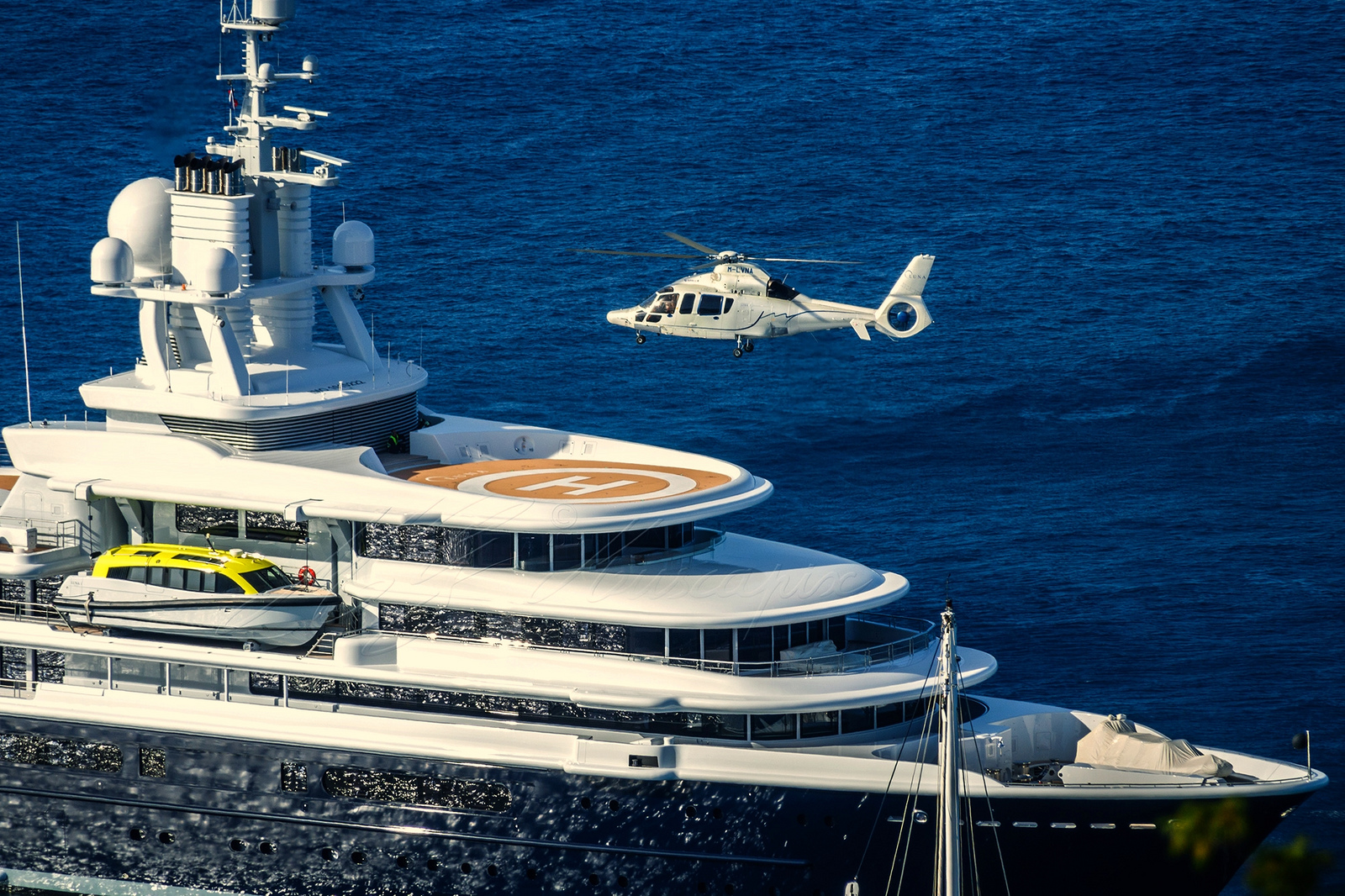 Luna Helicopter Landing Photo Credit Muscapix Yacht