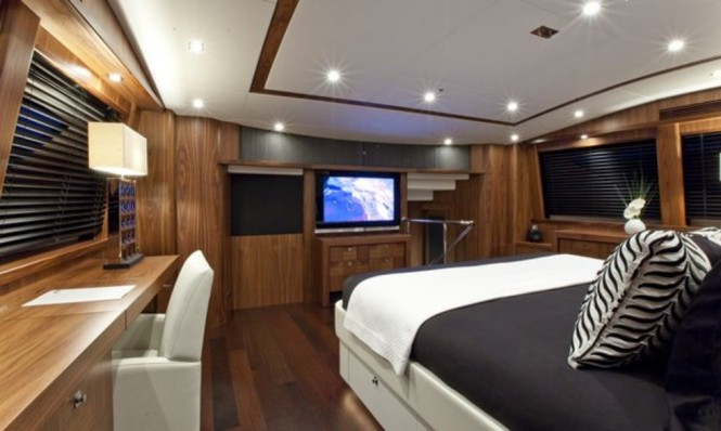 Luxury yacht BLACK AND WHITE - Master suite
