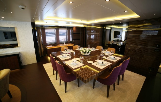 Luxury-yacht-Dusur-Dining