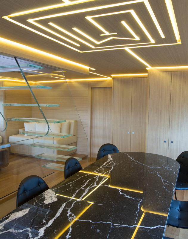 Luxury yacht Ohana - Dining Credit Fitzroy Yachts