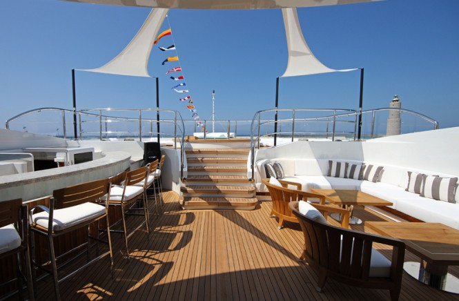 Luxury yacht SEANNA - Bar, outsoor seating and Jacuzzi
