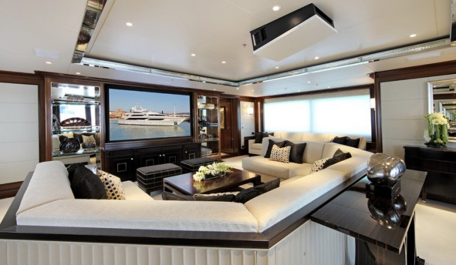 Luxury yacht SEANNA - Main salon and cinema room