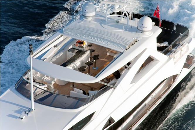 M/Y BLACK AND WHITE - Sundeck view