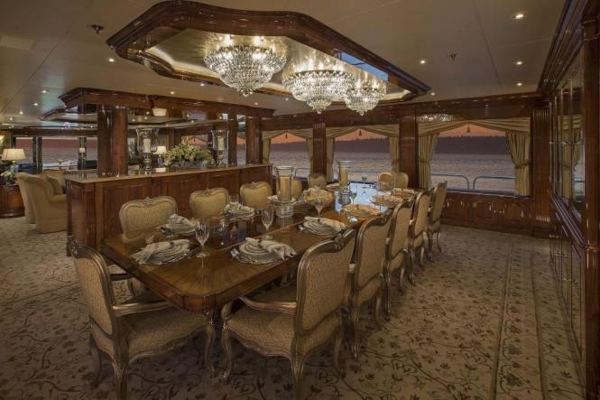 Motor yacht SILVER LINING - Formal dining
