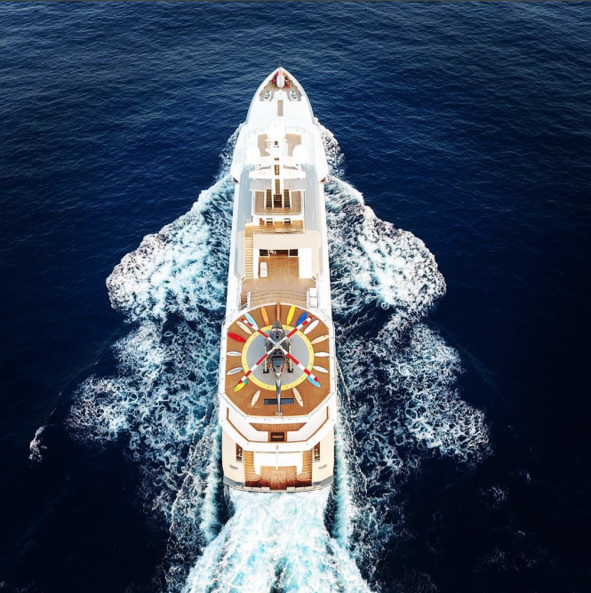 Motor Yacht Cloud Break - top view. Photo credit @brandondax
