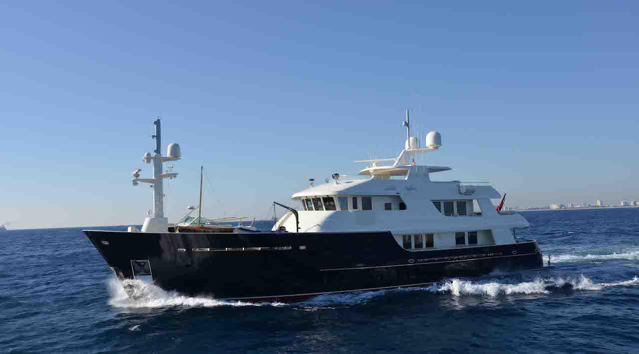 Motor Yacht SAFIRA cruising